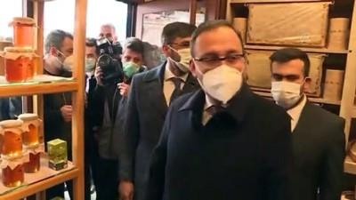 BİTLİS - Bakan Kasapoğlu, Bitlis 8 Ağustos Stadı'nda incelemelerde bulundu