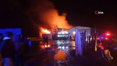 Bursa'daki karton fabrikası alev alev yanarak küle döndü
