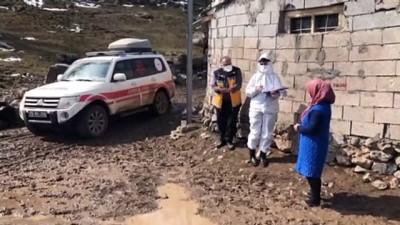 IĞDIR - Aras'ın filyasyon ekipleri Kovid-19 vakalarını tespit etmek için 'aşılmaz' denilen dağları aşıyor