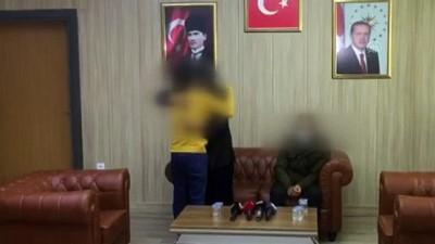 MARDİN - Polisin ikna çalışmasıyla teslim olan 2 PKK/KCK'lı terörist aileleriyle buluşturuldu (1)