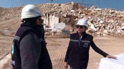 İZMİR - Mermer ocağının kadın patronu 'maden işi erkek işi' algısını yıkıp firmasını büyüttü
