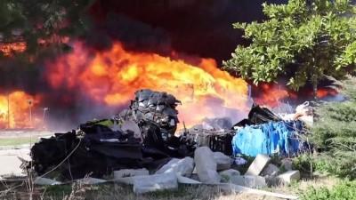 yangina mudahale - MANİSA - Geri dönüşüm tesisinde çıkan yangın kontrol altına alındı (3)