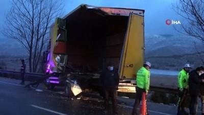 yolcu otobusu -  Bolu'da yolcu otobüsü arıza yapan kamyona çarptı: 3 yaralı