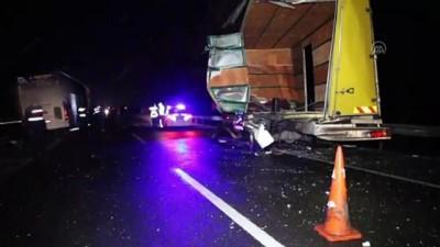 yolcu otobusu - BOLU - Yolcu otobüsü arızalanan kamyona çarptı: 3 yaralı