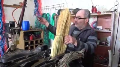 - Çalı süpürgesi imalatıyla teknolojiye direniyor