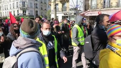 metro istasyonu -  - Fransa'nın birçok kentinde ırkçılık ve polis şiddeti protesto edildi