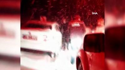 Karda mahsur kalan 3 kişi AFAD ve jandarma ekiplerince kurtarıldı