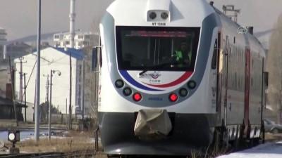KARS - Kovid-19 nedeniyle ara verilen bölgesel tren seferleri yeniden başladı