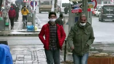 Kars'ta kar yağışı aralıklarla sürüyor