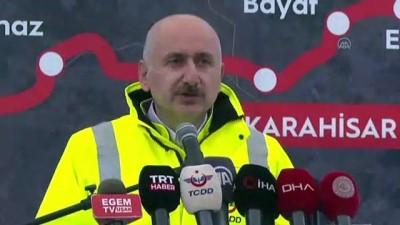 UŞAK - Bakan Karaismailoğlu: '(Ankara-İzmir YHT hattı) Ankara-İzmir arasındaki seyahat süresini 3,5 saate düşürecek'