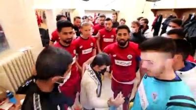 AKSARAY - Down sendromlu çocuğun futbol maçı izleme hayalini Vali Aydoğdu gerçekleştirdi