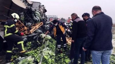 AMASYA - Tır devrildi: 2 ölü