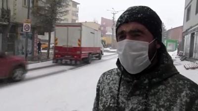 KARS - Kar yağışı ve tipi etkili oluyor