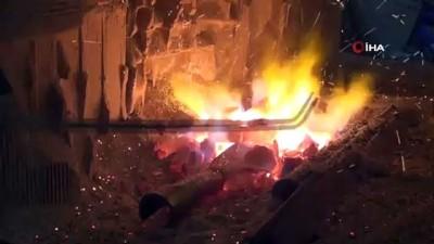 Hristiyan ustadan öğrendikleri sıcak demir dövmeyi 4 kuşaktır sürdürüyorlar