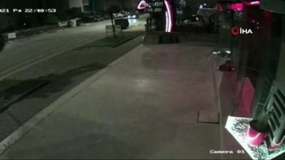 agir yarali -  Kağıt toplayıcısının darp anı ve motosikletinin yakılması güvenlik kamerasında