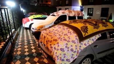 ORDU - Vatandaşlar dolu yağışına karşı araçlarını korumaya aldı