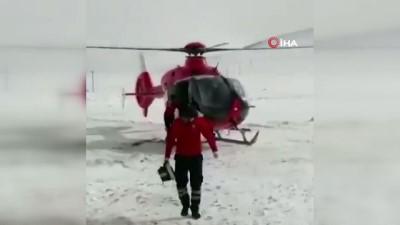 Ambulans helikopter hamile kadın için havalandı
