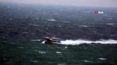 Gökçeada'da kalp krizi geçiren hasta Sahil Güvenlik botuyla anakaraya ulaştırıldı