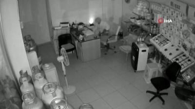 İş yerinde hırsızlık anları kamerada