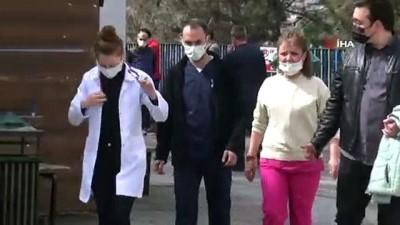 """Sağlık çalışanlarına çirkin saldırı: Acil servis çalışanlarını """"Sizi burada delik deşik ederim"""" diye tehdit etti"""