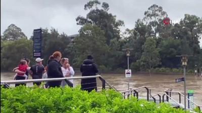 hasar tespit -  - Avustralya'da sel sularında mahsur kalan kişi arabasında ölü bulundu
