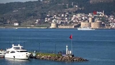 Çanakkale Boğazı'ndan peş peşe savaş gemileri geçti