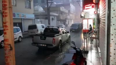 Cizre'de aniden bastıran dolu yağışı hayatı olumsuz etkiledi