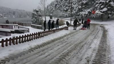 Gölcük Tabiat Parkı'nda beyaz örtüyle kaplandı