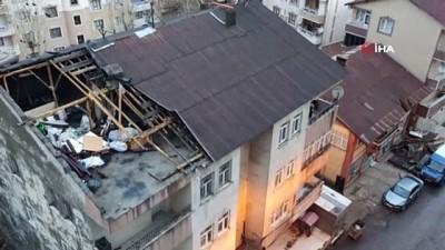 Muş'ta şiddetli fırtına çatıları uçurdu, araçlara hasar verdi