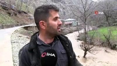 Şırnak'ı sel vurdu: Köy yolları, ahır ve tarlalar sular altında kaldı