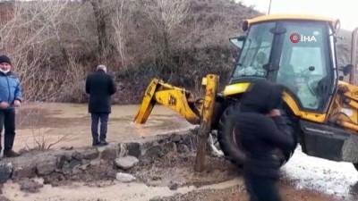 Tunceli'de kuvvetli sağanak taşkına neden oldu