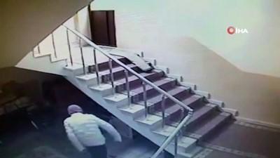 Camiden hırsızlık anları saniye saniye kamerada.. Rahat tavırları pes dedirtti