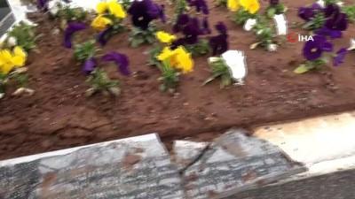 Hırsızlar mezarlıklardaki alüminyumlara dadandı, kabirleri parçaladı