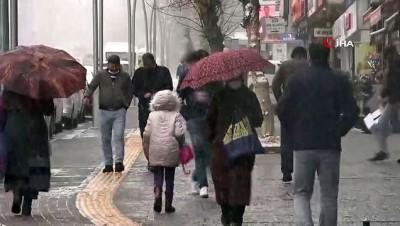 Kar yağışı kenti beyaza bürüdü