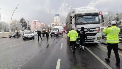 Uşak'taki 2 trafik kazasında 5 kişi yaralandı
