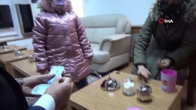 8 yaşındaki Mehlika, tablet almak için biriktirdiği parasını yetim çocuklara bağışladı