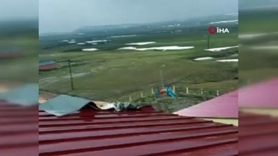 Ahlat'ta çatılar uçtu.. Yüz yüze eğitime ara verildi