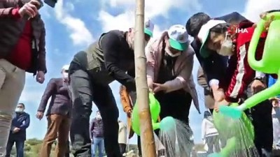 Bakan Pakdemirli, dut ormanı isteyen otizmli çocukları kırmadı