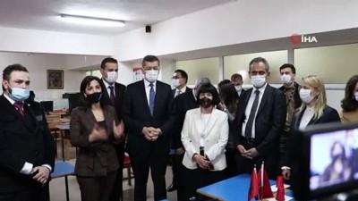 bakis acisi -  Bakan Selçuk'tan Arnavutluk'taki okullara ziyaret