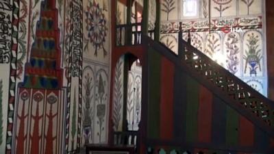 Çivi kullanılmadan yapılan tarihi ahşap cami ibadete açıldı