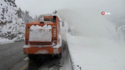 kar temizleme -  Kar kalınlığının 1 metreye ulaştığı Antalya-Konya karayolunda kartpostallık görüntüler