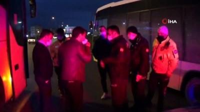yolcu otobusu -  Şehirlerarası otobüste maske tartışması...Yolcu muavinin boğazını sıktı