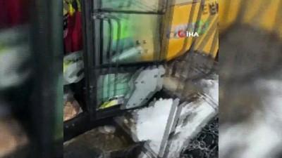 Bayburt'ta çığ düşmesi sonucu kapanan köy yolu ulaşıma açıldı