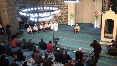 Diyarbakır'da Berat Kandili dualarla ihya edildi