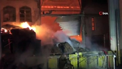 Kütahya'daki ambalaj deposu 2 saattir yanıyor
