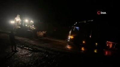 iran -  Yolda mahsur kalan tırların imdadına Şenoba Belediye ekipleri yetişti