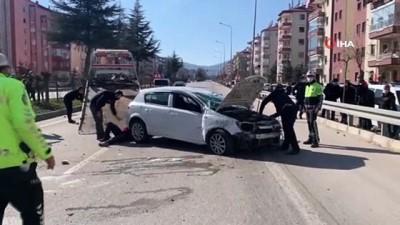 Kontrolden çıkan otomobil, orta refüje çarpıp ters döndü: 1 yaralı