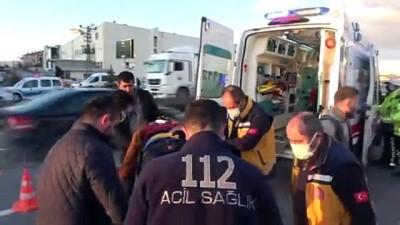sanayi sitesi -  Otomobil hurdaya döndü: 3 yaralı