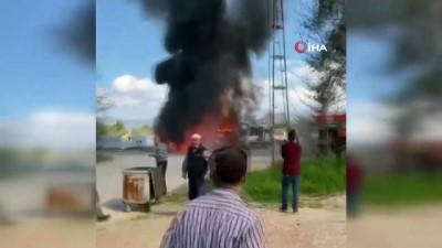 Bucak'ta araç yüklü tır yandı: 7 araç kül oldu