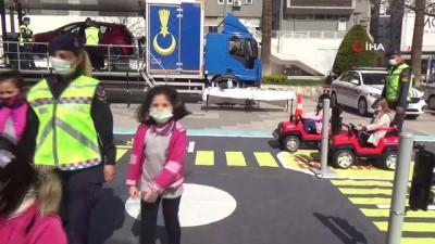 cizgi film -  Jandarmadan çocuklara simülasyonlu trafik eğitimi